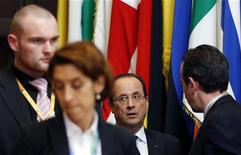 Il presidente francese François Hollande mentre lascia oggi il vertice dell'Unione europea a Bruxelles. REUTERS/Francois Lenoir