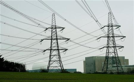 Electricity pylons are seen in front of Sizewell Nuclear Plant in Suffolk, eastern England November 29, 2005. REUTERS/Dylan Martinez