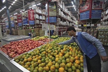 A worker arranges oranges at a Bharti Wal-Mart Best Price Modern wholesale store at Zirakpur in Punjab November 16, 2012. REUTERS/Ajay Verma