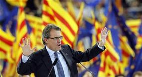 Convergencia i Unio (CIU) party's candidate Artur Mas for Catalunya's regional government gestures during a meeting in Barcelona November 23, 2012. REUTERS/Albert Gea