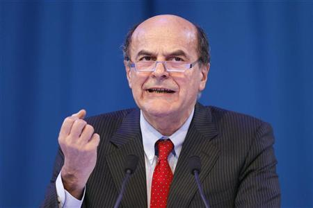 Secretary of Italian PD (Democratic Party) Pier Luigi Bersani delivers a speech during a political rally with European Socialists in Paris March 17, 2012. REUTERS/Benoit Tessier