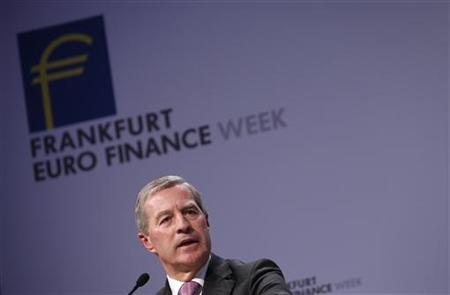 Co-Chairmen of the Management board and the Group Executive Committee of Germany's Deutsche Bank AG Juergen Fitschen speaks on the podium during the Frankfurt Euro Finance Week in Frankfurt November 19, 2012. REUTERS/Lisi Niesner (GERMANY - Tags: BUSINESS)