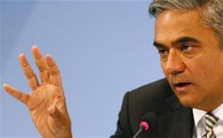 Anshu Jain, Co-Chairmen of the Management board and the Group Executive Committee of Germany's largest business bank, Deutsche Bank AG addresses a news conference in Frankfurt, September 11, 2012. REUTERS/Kai Pfaffenbach