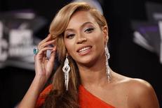 La superestrella del pop Beyoncé se pondrá detrás de las cámaras para dirigir un documental sobre su vida personal y profesional, dijo el canal de cable estadounidense HBO el lunes. En la imagen, de archivo, la cantante Beyoncé. REUTERS/Danny Moloshok