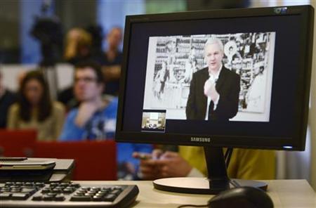 WikiLeaks' Assange blames U.S. right for funding block