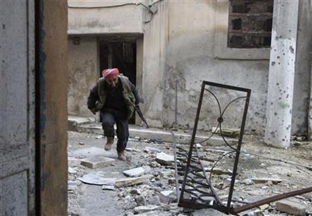 A Free Syrian Army fighter runs to take cover from snipers loyal to Syria's President Bashar al-Assad in Aleppo's Al-Amiriya district November 26, 2012. REUTERS/Zain Karam