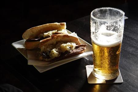 Food and drink are seen at a pub in east London February 2, 2012. REUTERS/Eddie Keogh
