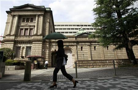 A woman walks past the Bank of Japan building in Tokyo September 26, 2012. REUTERS/Yuriko Nakao