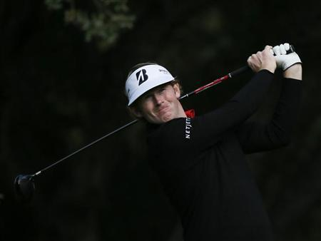 Brandt Snedeker tees off on the sixth hole during the Pro-Am round of the World Challenge golf tournament in Thousand Oaks, California, November 28, 2012. REUTERS/Lucy Nicholson