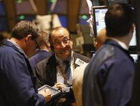 Trader a lavoro durante una seduta di borsa. REUTERS/Brendan McDermid