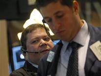 Operatori a lavoro durante una seduta. REUTERS/Brendan McDermid