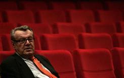"""El director Milos Forman, ganador de dos Oscar y director de """"Alguien voló sobre el nido del cuco"""", será homenajeado con un premio a los logros de toda una vida, anunció el Sindicato de Directores de Estados Unidos. En la imagen, el director checo Milos Forman asiste a la ceremonia de apertura de la 44 edición del Festival de cine Internacional Karlovy Vary, en la República Checa, en una foto de archivo del 3 de julio de 2009. REUTERS/David W Cerny"""