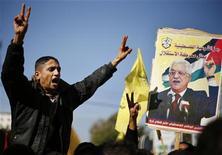 Palestinos gritam durante manifestação de apoio aos esforços de Mahmoud Abbas para reconhecer a Palestina como um Estado soberano, na cidade de Gaza. Assembleia-Geral da ONU deve reconhecer implicitamente a Palestina como um Estado soberano, apesar das ameaças dos EUA e de Israel de punir a Autoridade Palestina. 29/11/2012 REUTERS/Suhaib Salem