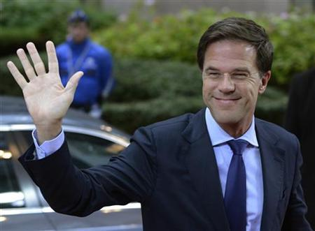 Netherlands' Prime Minister Mark Rutte waves as he arrives at the European Union (EU) council headquarters for an EU leaders summit discussing the EU's long-term budget in Brussels November 23, 2012. Prospects of a deal on the EU's long-term budget dimmed on Friday after a fresh compromise proposal offered concessions to France and Poland but ignored British and German demands for deeper overall spending cuts. REUTERS/Eric Vidal (BELGIUM - Tags: POLITICS BUSINESS)