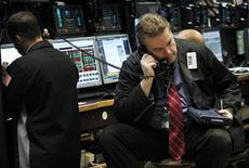 Un operatore di borsa a lavoro. REUTERS/Brendan McDermid