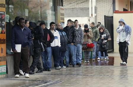 People wait to enter a government employment office in Madrid December 2, 2011. REUTERS/Andrea Comas
