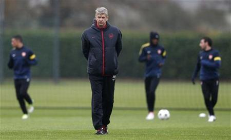 Arsenal manager Arsene Wenger attends a team training session in London Colney, north of London November 20, 2012. REUTERS/ Eddie Keogh