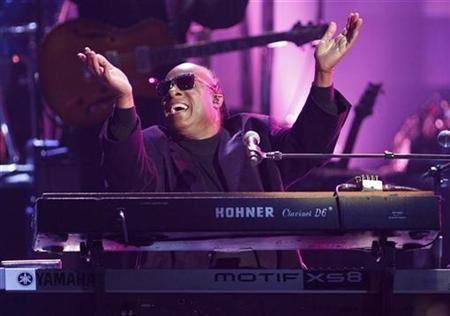 Stevie Wonder performs during a tribute to Dick Clark at the 40th American Music Awards in Los Angeles, California, November 18, 2012. REUTERS/Danny Moloshok