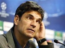 <p>Le Valence CF a limogé samedi son entraîneur Mauricio Pellegrino dans la foulée de la défaite 5-2 à domicile face à la Real Sociedad. /Photo prise le 6 novembre 2012/REUTERS/Heino Kalis</p>