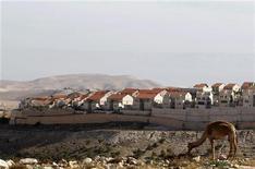 <p>Vue de la colonie juive de Maale Adumin depuis un secteur baptisé E1, près de Jérusalem, où Israël envisage de nouvelles constructions. La France et la Grande-Bretagne ont mis en garde samedi Israël après l'annonce d'un nouveau projet de constructions de logements en Cisjordanie occupée et à Jérusalem-Est, estimant que cette initiative pourrait jeter le doute sur la volonté affichée par Israël de faire la paix avec les Palestiniens. /Photo prise le 1er décembre 2012/REUTERS/Baz Ratner</p>