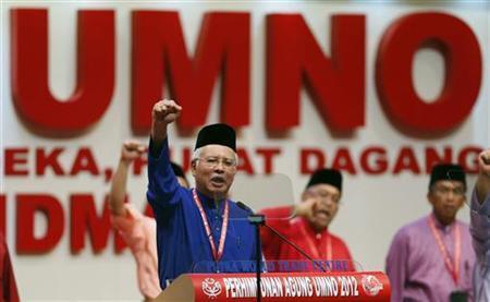 Malaysia's Prime Minister Najib Razak shouts ''Long Live UMNO'' during the opening of the ruling United Malays National Organisation's (UMNO) annual gathering in Kuala Lumpur November 29, 2012. REUTERS/Bazuki Muhammad