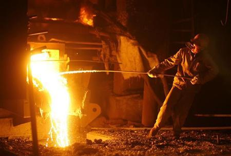 An employee works at an iron and steel plant in Wuhan, Hubei province November 1, 2008. REUTERS/Stringer/Files