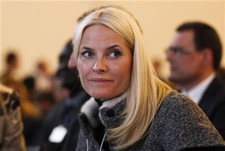 Norway's Crown Princess Mette-Marit attends the World Economic Forum (WEF) in Davos, January 25, 2012. REUTERS/Arnd Wiegmann