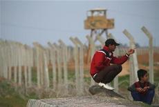 Turchia, il confine con la Siria vicino alla cittadina di Ceylanpinar. REUTERS/Laszlo Balogh
