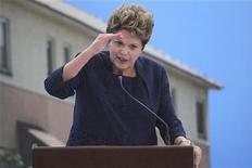 A presidente Dilma Rousseff comparece a cerimônia para comemorar a construção de um milhão de moradias no Palácio do Planalto em Brasília. 4/12/2012 REUTERS/Ueslei Marcelino