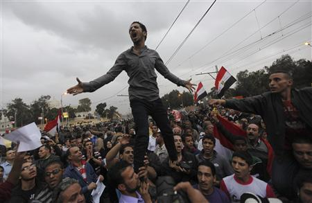 Anti-Mursi protesters shout slogans during a protest in front of the presidential palace in Cairo, December 4, 2012. Egyptian police battled thousands of protesters outside President Mohamed Mursi's palace in Cairo on Tuesday, prompting the Islamist leader to leave the building, two presidential sources said. REUTERS/Amr Abdallah Dalsh