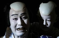 """Japanese Kabuki actor Kanzaburo Nakamura (L) of Tokyo's Heise Nakamura-za theatre performs during a dress rehearsal for """"Summer Festival: A Mirror of Osaka"""" in Berlin May 14, 2008 file photo. One of Japan's top kabuki actors, Nakamura, who worked hard to modernise the centuries-old theatre form and performed around the world, died on December 5, 2012 after a five-month battle with cancer, Japanese media reported. Nakamura, 57, was born to a family of longstanding performers in the ancient kabuki theatre - known for elaborate make-up, extravangant costumes and all-male casts - and began performing at the age of three. REUTERS/Fabrizio Bensch/Files"""