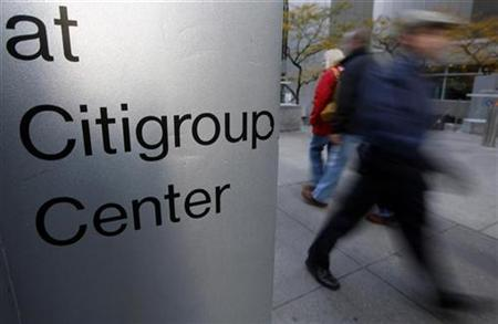 People walk past the Citigroup building, in New York, November 17, 2008. REUTERS/Chip East/Files