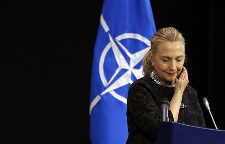 Clinton says urgent need for dialogue in Egypt