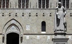 La sede del Monte dei Paschi a Siena, in una foto del giugno scorso. REUTERS/Stefano Rellandini