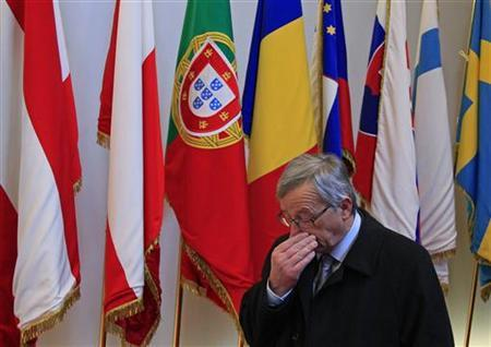 Luxembourg's Prime Minister Jean-Claude Juncker leaves the EU council headquarters for an European Union leaders summit discussing the European Union's long-term budget in Brussels November 22, 2012. REUTERS/Yves Herman