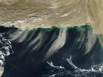 Un seísmo de magnitud 5,6 sacudió el miércoles al este de Irán, cerca de la localidad de Birjand, informó el Servicio Geológico de Estados Unidos. En esta imagen de archivo, nubes de polvo sobrelas costas de Irán y Pakistán en esta imagen proporcionada por la NASA tomada el 29 de noviembre de 2012 y publicada el 3 de diciembre de 2012. REUTER/NASA/Jeff Schmaltz/Handout ESTA IMAGEN HA SIDO PROPORCIONADA POR UN TERCERO. REUTERS LA DISTRIBUYE, EXACTAMENTE COMO LA RECIBIÓ, COMO UN SERVICIO A SUS CLIENTES.