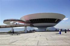 Museu de Arte Contemporânea, projetado pelo arquiteto Oscar Niemeyer, em Niterói, em janeiro deste ano. Niemeyer morreu na quarta-feira de infecção respiratória aos 104 anos. REUTERS/Clarissa Cavalheiro 07/01/2012