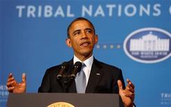 Cuando se trata del poder, la política vence a los negocios, según una nueva lista publicada por Forbes que muestra que los jefes de Estado ocupan seis de los 10 primeros lugares entre las personas más poderosas del mundo, liderados por el presidente Barack Obama. En la imagen, el presidente de EEUU, Barack Obama, habla en la Conferencia 2012 de las Naciones Tribales en el Departamento de Interior, en Washington, el 5 de diciembre de 2012. REUTERS/Larry Downing