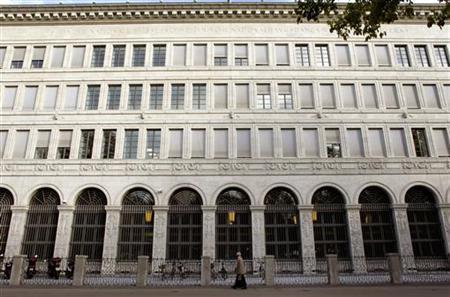 A man walks past the building of the Swiss National Bank (SNB) in Zurich September 26, 2012. REUTERS/Arnd Wiegmann