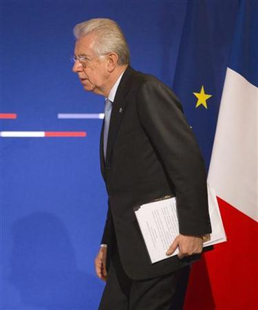 Italy's Prime Minister Mario Monti arrives to attend a joint news conference with French President during a Franco-Italian summit in Lyon, December 3, 2012. REUTERS/Robert Pratta