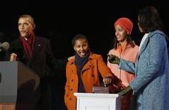 U.S. President Barack Obama (L) counts down as daughter Sasha (2nd L), prepares to light the National Christmas Tree next to her sister Malia (2nd R) and mother, Michelle Obama at the official lighting ceremony on the Ellipse in Washington, December 6, 2012. REUTERS/Larry Downing