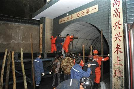 Rescuers close the entrance of a coal mine after a gas blast accident in Fuyuan county of Qujing city, Yunnan province, December 6, 2012. REUTERS/China Daily