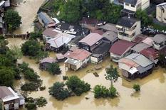 La decisión evita un nuevo revés de la ONU a dos décadas de iniciar unos esfuerzos que no han logrado detener el aumento de las emisiones de gases de efecto invernadero. En la imagen, vista aérea de una zona inundada por las intensas lluvias en Kioto en esta fotografía de archivo de julio de 2012. REUTERS/Kyodo