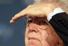 O primeiro-ministro da Itália, Mario Monti, gesticula em conferência em Cannes, na França. Monti anunciou que vai renunciar assim que o orçamento de 2013 for aprovado, potencialmente antecipando uma eleição prevista para o começo do próximo ano e alimentando especulações de que ele concorrerá ao cargo. 8/12/2012 REUTERS/Eric Gaillard