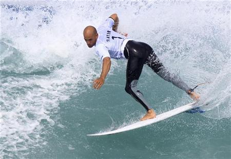 Ten-time ASP World Surfing Champuion Kelly Slater of the U.S. surfs during the men's Association of Surfing Professionals (ASP) Billabong Rio Pro championship on Arpoador beach in Rio de Janeiro May 17, 2011. REUTERS/Sergio Moraes