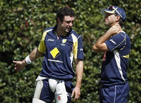 Australia's Ed Cowan (L) talks to Ricky Ponting during a practice session at the Sydney Cricket Ground January 2, 2012. REUTERS/Tim Wimborne/Files