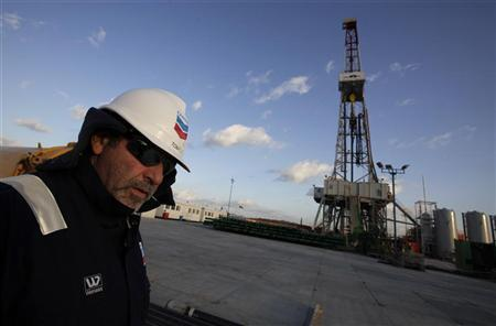 A worker stands near a drilling rig at Grabowiec 6 near the village of Lesniowice, southeast Poland, home to U.S. giant Chevron's first shale gas well in the country, November 28, 2011. REUTERS/Kacper Pempel