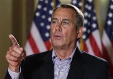 """Presidente da Câmara dos Deputados dos EUA, John Boehner, fala à imprensa em Washington, EUA. A Casa Branca e o gabinete do republicano Boehner realizaram mais negociações na segunda-feira sobre como quebrar o impasse do """"abismo fiscal"""", uma série de aumentos tributários e cortes orçamentários prevista para entrar em vigor no próximo mês. 07/12/12 REUTERS/Yuri Gripas"""