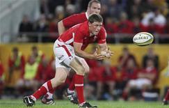 <p>Le demi d'ouverture du Pays de Galles Rhys Priestland a été opéré mardi d'une rupture du tendon d'Achille et manquera le prochain Tournoi des Six Nations. /Photo prise le 9 juin 2012/REUTERS/Jason O'Brien</p>