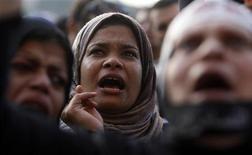 Manifestantes anti-Mursi cantam slogans na Praça de Tahrir, em Cairo, Egito. 11/12/2012 REUTERS/Mohamed Abd El Ghany